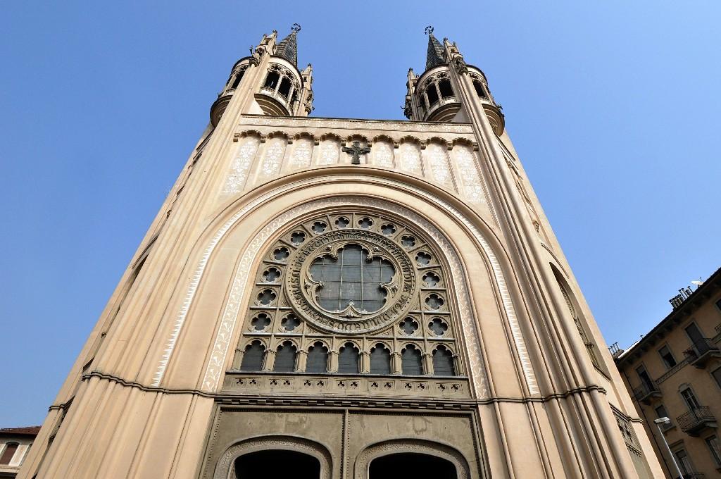 Torino, chiesa Sacro Cuore di Maria: i fedeli contro il parroco