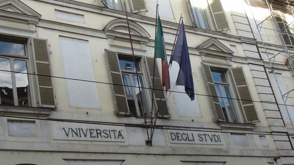 Bandiere tricolori sparse per Torino (Reportage fotografico)