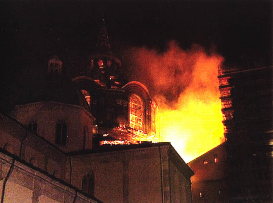 11 aprile 1997: l'incendio del duomo minaccia la Sacra Sindone
