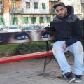 Karim Cherif, l'artista delle panchine rosse contro la violenza sulle donne