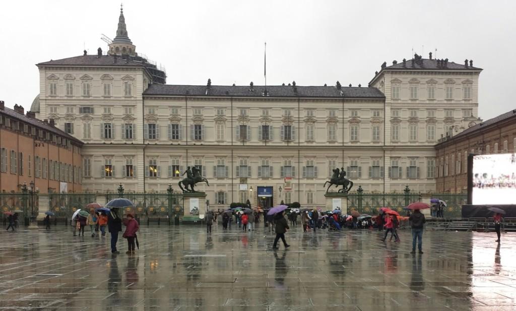 Torino la schiuma bianca invade le strade della citt - La casa della lampadina torino ...