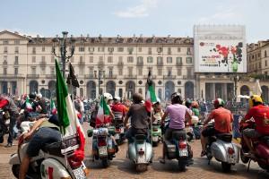 A Torino la giornata mondiale della Vespa