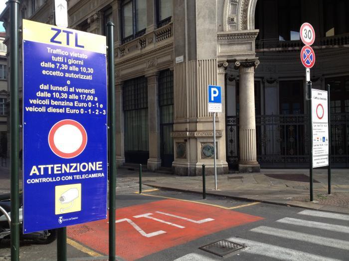 Ztl e strisce blu: a Torino in vacanza per due settimane