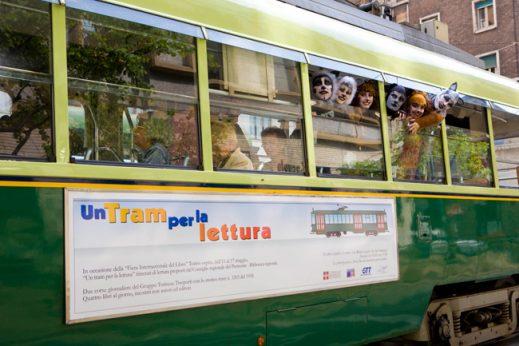 """Il """"tram per la lettura"""" riprende a viaggiare a Torino dal 24 al 27 Ottobre"""