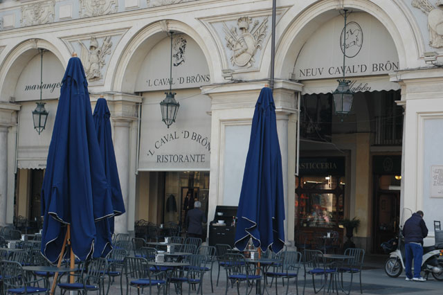 Il Caval 'd Brons torna a vivere: la Lavazza acquisisce il locale in piazza San Carlo