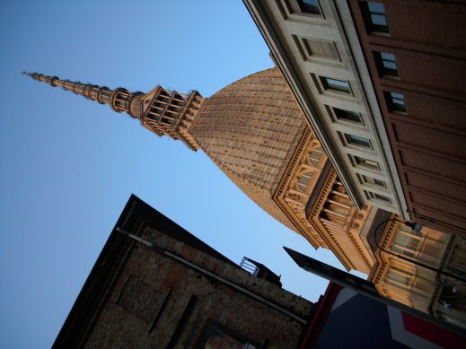 Alta, costosa e inutile...la torre SanPaolo? No… la Mole!