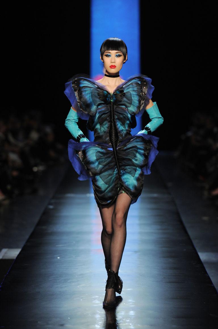 Un abito dello stilista Jean Paul Gautier dedicato allo stile animalier.