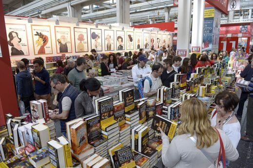 """Torino, il Salone del Libro ha doppiato """"Tempo di Libri"""" di Milano"""
