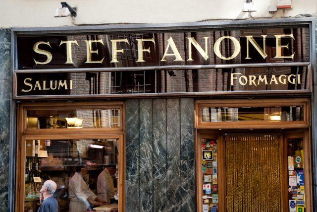 Torino, Steffanone chiude il suo negozio in via Maria Vittoria: l'attività trasloca in Vanchiglietta