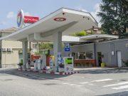 A Torino una pompa di benzina a forma di aereo: l'opera futurista di corso Moncalieri