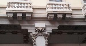 Il palazzo con le tartarughe in via Viotti: un particolare edificio, di cui parla la nostra House Hunter Laura Polesinanti