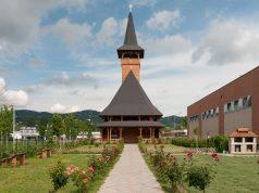 Chiesa Maramures a Torino: uno splendido esempio di architettura in legno