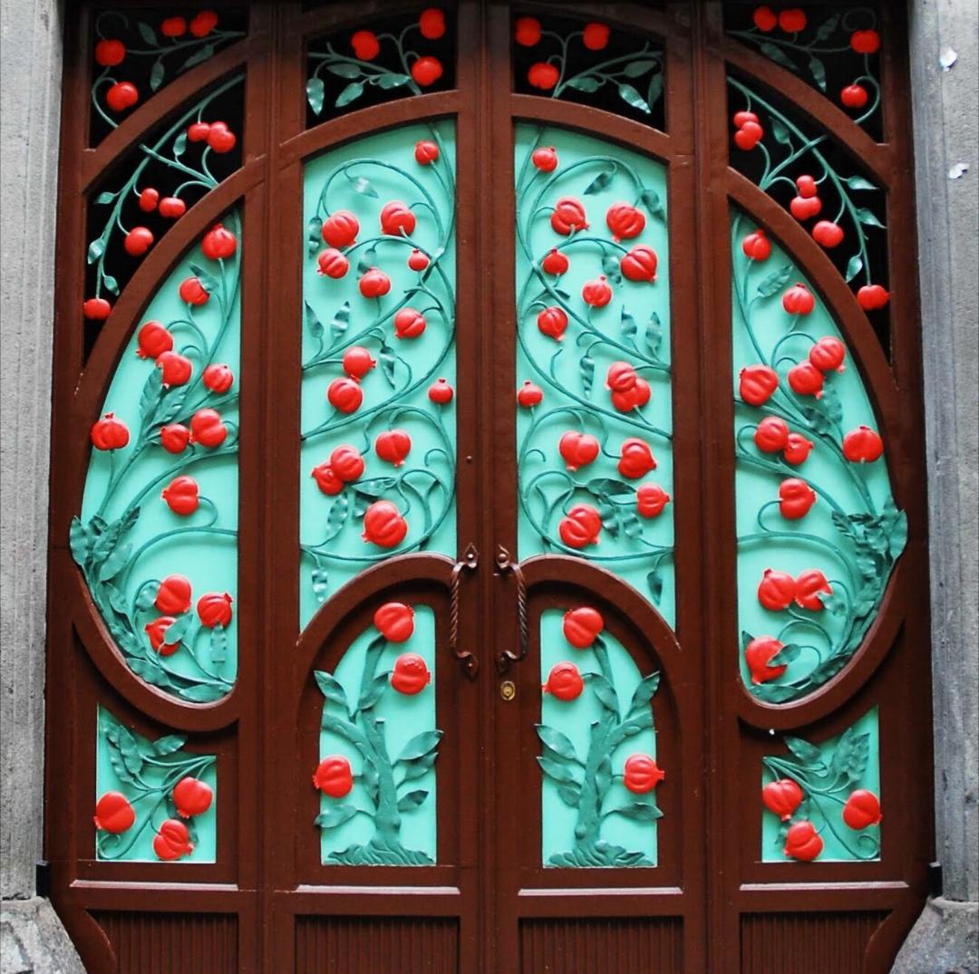 Il Portone del Melograno: uno dei simboli dello stile liberty a San ...