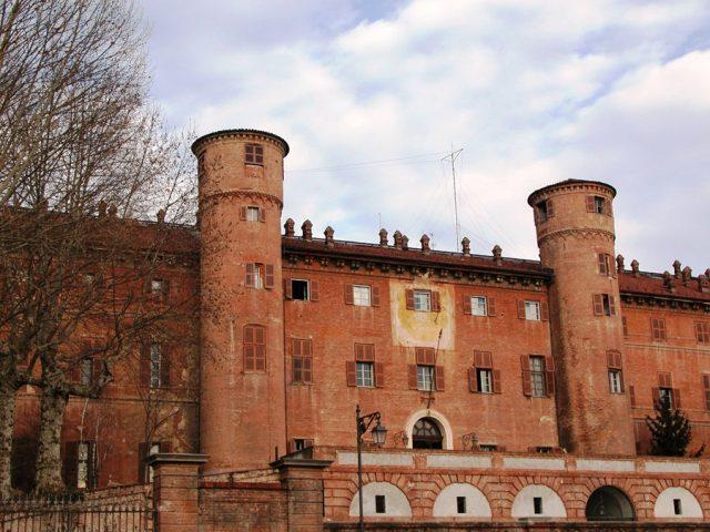 Castello di Moncalieri: cosa nasconde l'antico maniero sabaudo?