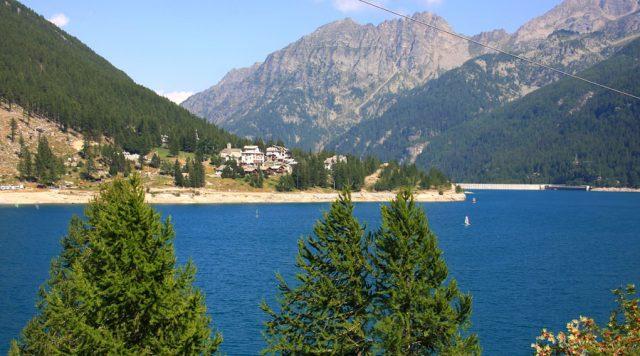 Lago di Ceresole, lo specchio d'acqua a poco meno di due ore da Torino