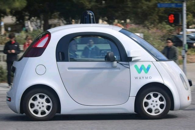 FCA lancia la Pacifica Waymo, il taxi robot: la novità annunciata da John Elkann