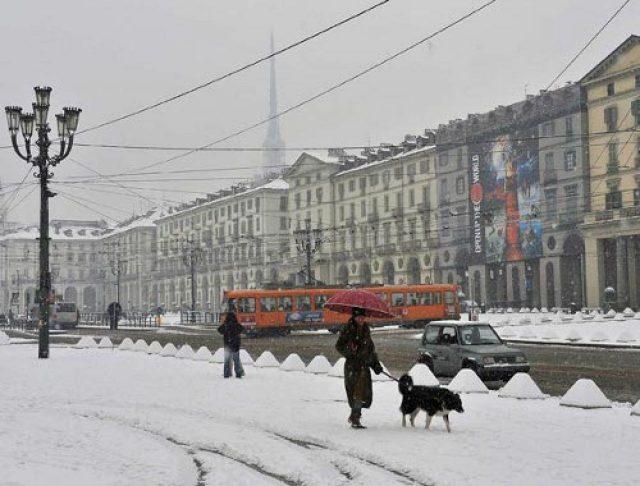 Meteo, a Torino arriva la prima nevicata dell'anno: temperature sotto lo zero nei prossimi giorni