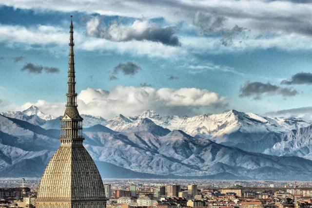 Meteo, a Torino il freddo si allontana: temperature fino a 10 gradi, tornano le piogge