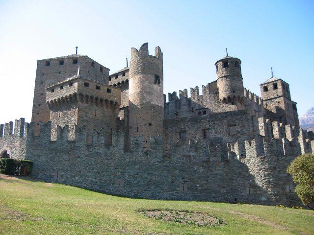 Castello di Fénis, dimora medievale a un'ora da Torino