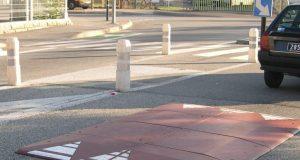 Installato il primo cuscino berlinese a Torino: servirà a far rallentare le auto