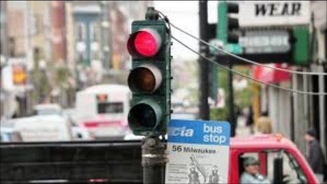 In arrivo a Torino i semafori Vista Red: multeranno chi passerà col rosso, le prime telecamere entro l'estate