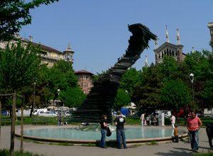 Stop al trasloco della fontana di piazza Benefica: il cantiere è fermo da sei mesi