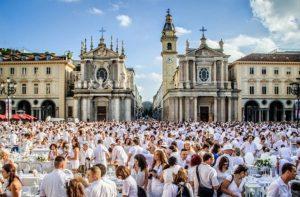 Torna la Cena in Bianco 2019 a Torino: l'evento sarà spostato a settembre