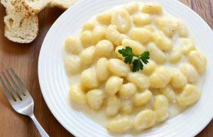 Gli gnocchi alla bava, uno dei gustosi primi piatti della cucina piemontese