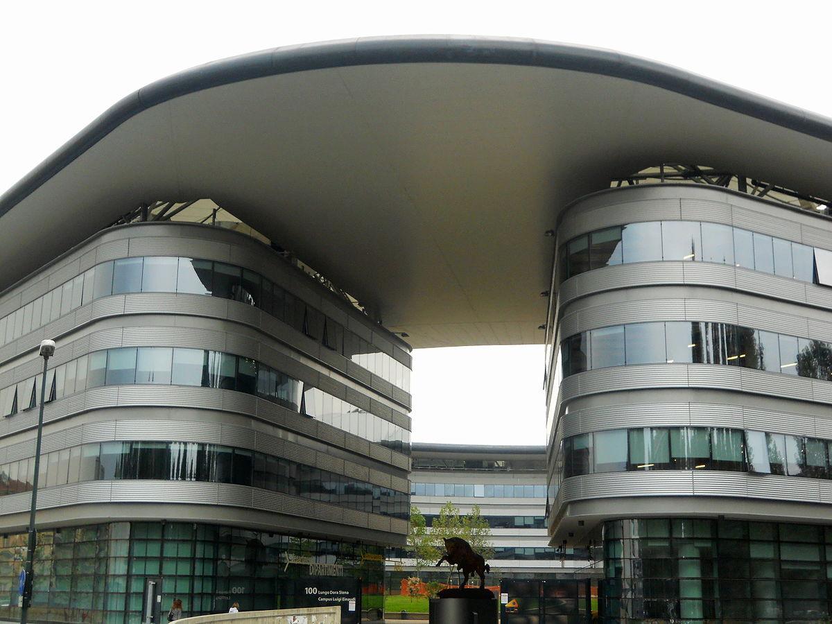 Torino, le strisce blu al Campus Einaudi diventano a tariffa agevolata: vittoria degli studenti